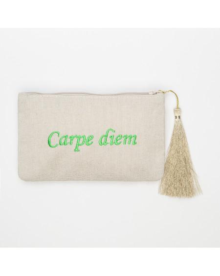 petite beige pochette brodée Carpe diem vert clair